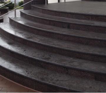 Лестница из гранита Кафе Империал