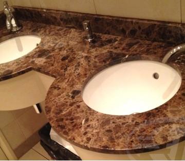 Столешница в ванной из мрамора Имперадор Дарк